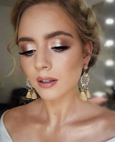 75 wedding makeup ideas for every bride - wedding hairstyles Hochzeit Make-up-Ideen für jede Braut – Hochzeitsfrisuren Bridal Makeup For Brown Eyes, Bridal Makeup Looks, Blue Eye Makeup, Bridal Hair And Makeup, Prom Makeup, Bridal Makeup For Blondes, Glam Makeup Look, Makeup Looks For Weddings, Makeup For Party