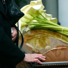 One of the nicest ways to commemorate a loved one is by including poems in your eulogy. We have collected some of the top poems to read at a funeral. Funeral Songs For Mom, Funeral Eulogy, Funeral Tributes, Funeral Ideas, Top Poems, Writing A Eulogy, Sympathy Messages, Funeral Costs, Mother Poems