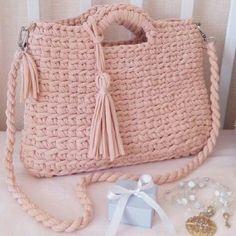 Crochet Bag Crochet Crossbody Bag Crochet Handbag T shirt Crochet Clutch, Crochet Shoes, Crochet Handbags, Crochet Purses, Love Crochet, Knit Crochet, Couleur Rose Pastel, Crochet Shoulder Bags, Yarn Bag