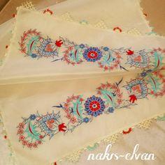Çini desen #çeyiz#nakış#çini#mendilkesesi#mendil#sözmendili#iğneoyası#maraşişi#simsarma#simsırma#embroidery#handmade#damatbohçası#nişanbohçası#mefruşat#takım#elnakışı#makinanakışı#hometekstile#ottomanstyle#nişan#düğün#kültür#kına
