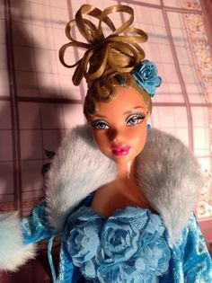 ***NEW***  MATTEL- MISS ROYALTY FANTASY MY SCENE DOLL  DOLL FUR JACKET GORGEOUS GOWN GORGEOUS UPDO HANDBAG DOLL STAND  ALL INCLUDED!!! (male escort not included)  DOLL DESIGNER CREATES MY SCENE FANTASY ILLUSION!!!  THANK YOU FOR SHOPPING WITH US!!!