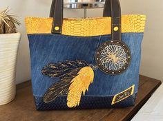 "Sac ""Totem "" en jean et simili : Sacs à main par sur-fil Denim Handbags, Tote Handbags, Sacs Tote Bags, Reusable Tote Bags, Jean Purses, Purses And Bags, Diy Sac, Denim Purse, Recycle Jeans"