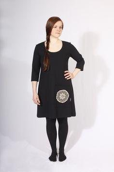 Palmiina Kaarina-mekko mustana, käsin virkatulla pellavapitsillä. Naisten muotia. Tuotteet pian myös weecosissa. High Neck Dress, Dresses, Fashion, Turtleneck Dress, Vestidos, Moda, Fashion Styles, Dress, Fashion Illustrations