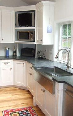 Perhaps you are in search of corner kitchen cabinet ideas! Then make sure to take a browse through our pick of 20 corner kitchen units! Design Your Kitchen, Kitchen Cabinet Design, Kitchen Redo, Kitchen Layout, Kitchen Interior, Kitchen Remodel, Kitchen Furniture, Tv In Kitchen, Kitchen Cabinets Cover