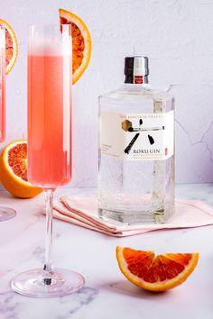 Best Gin Cocktails, Gin Cocktail Recipes, Alcoholic Beverages, Color Blending, Restaurant Bar, Liquor, Drinking, Graduation, Clock