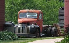 old trucks rule Hot Rod Trucks, Cool Trucks, Chevy Trucks, Truck Flatbeds, Farm Trucks, Chevy Van, Door County, Old Farm, Ford Models