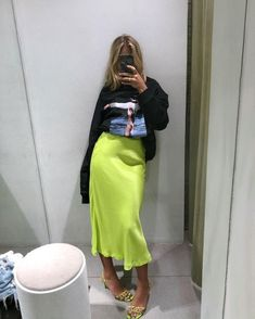 Neon skirt in trends 2019 hashtags Neon Outfits, Casual Outfits, Fashion Outfits, Womens Fashion, Fashion Trends, Cute Outfits With Skirts, Summer Outfits, Trending Fashion, Sweater Outfits
