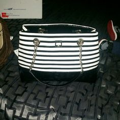 TRADING  Kate Spade Maryanne Shoulder Bag Beautiful Kate Spade patent leather shoulder bag in great condition. Light scuffing but hardly noticeable. Small stain inside but over all a beautiful bag kate spade Bags Shoulder Bags