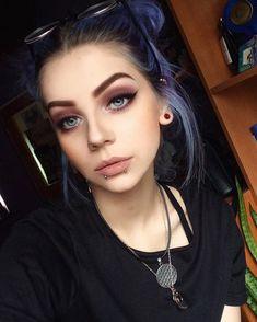 best 25 grunge makeup ideas on soft grunge - Hair und Make Up - Maquillaje Makeup Tutorials Youtube, Makeup Tutorial For Beginners, Scene Makeup Tutorials, Beauty Make-up, Hair Beauty, Beauty Tips, Beauty Hacks, Grunge Suave, Maquillage Goth