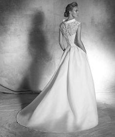 IRINA wedding dress | Pronovias Couture 2016