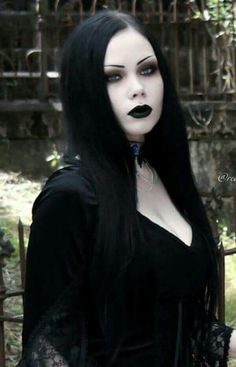 Gothic Frauen – Bing Bilder - New Sites Gothic Girls, Hot Goth Girls, Gothic Lolita, Gothic Hair, Goth Beauty, Dark Beauty, Dark Fashion, Gothic Fashion, Steam Punk