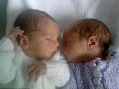 Mulher dá à luz a gêmeos em países diferentes