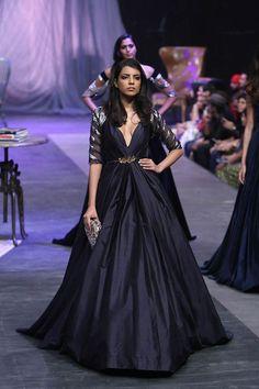 Manish Malhotra bridal collection. Bridelan- Personal shopper & style consultants for Indian/NRI weddings, website www.bridelan.com #ManishMalhotra #weddinglehenga #Bridelan #BridelanIndia.