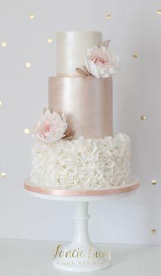 Soft Blush & Rose Gold Wedding Cake – Famous Last Words Blush Pink Wedding Cake, Big Wedding Cakes, Elegant Wedding Cakes, Beautiful Wedding Cakes, Wedding Cake Designs, Rosegold Wedding Cake, Wedding Cake Pearls, Elegant Cakes, Traditional Wedding Cakes