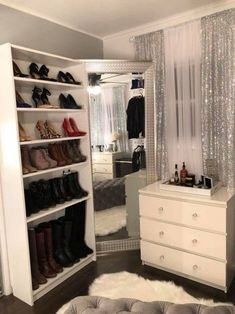 Ideas walk in closet with vanity extra bedroom Closet Bedroom, Home Bedroom, Bedroom Decor, Bedroom Ideas, Mirrored Bedroom Furniture, Hallway Closet, Wardrobe Closet, Master Closet, Bedroom Apartment