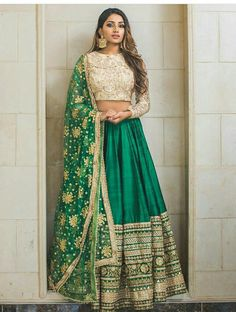 Trendy Ideas For Wedding Indian Gowns Receptions Bridal Lehenga Indian Lehenga, Green Lehenga, Indian Gowns, Indian Attire, Pakistani Dresses, Indian Wear, Lehenga Choli, Indian Party Wear, Indian Suits Punjabi