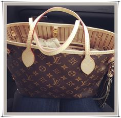 Louis Vuitton Neverfull Handbag-LOVE this bag and is an awesome carry-on for travel. Vuitton Bag, Louis Vuitton Handbags, Lv Handbags, Designer Handbags, Fashion Now, Fashion Online, Fashion 2014, Trendy Fashion, Womens Fashion