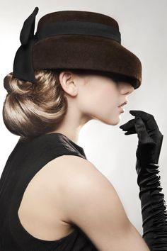 Hats Have It: Kristen Cleal Millinery and those gloves Stylish Hats, Fancy Hats, Church Hats, Love Hat, Wedding Hats, Mode Vintage, Vintage Hats, Vintage Purses, Glamour