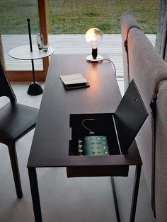 Steel secretary desk with tanned leather top CALAMO by Zanotta design Gabriele Rosa