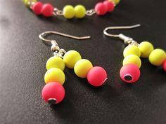 Boucle d'oreilles rave jaune et rose de la boutique TheAsaliahShop sur Etsy