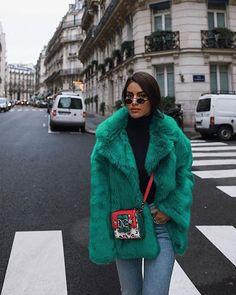 Green Fur Fur Coat View the latest fashion trends on blo Girl Fashion, Fashion Looks, Fashion Outfits, Fashion Design, Fashion Trends, Dress Fashion, Fashion Check, Style Fashion, Sporty Fashion