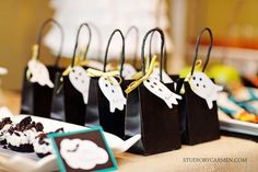 Elegant Halloween Party Dessert Table - Kara's Party Ideas - The Place for All Things Party Halloween Desserts, Halloween Dessert Table, Halloween Goodie Bags, Chic Halloween, Adult Halloween Party, Halloween Goodies, Halloween Birthday, Diy Halloween Decorations, Halloween Treats