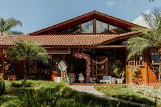 Os Melhores buffets de festa infantil Curitiba segundo a minha opinião | Fotografia lifestyle de família em Curitiba - Allegro Buffet Infantil Buffets, Gazebo, Pergola, Outdoor Structures, Cabin, House Styles, Home Decor, Party Buffet, Fotografia