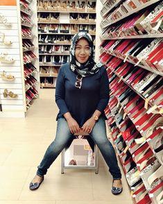 👣⚡ Yang bisa ngartiin emoji diatas ya berarti kamu pinter😋 . . . . . . #hangout #jalanjalan #ngemall #paylessshoes #ootd #simple #casual… Hijab Chic, Beautiful Hijab, Hijab Fashion, Emoji, Asian Girl, Leather Pants, Instagram, Asia Girl, Leather Jogger Pants
