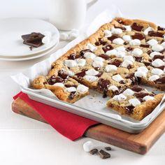 Plaque de biscuit s'mores - 5 ingredients 15 minutes Pillsbury, Bake Sale, No Bake Desserts, Macarons, Mousse, Waffles, Cereal, Muffins, Baking