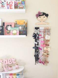 Hair+Bow+Organizer+Hair+Bow+Holder+Hair+Bow+Bar+by+BelleAndBlush Paper Crafts For Kids, Baby Crafts, Diy And Crafts, Hair Product Organization, Organizing Hair Accessories, Nursery Wall Decor, Diy Room Decor, Baby Headband Holders, Earing Holder