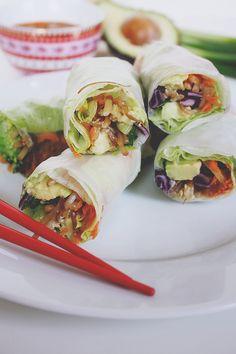 Summer Rolls schmecken nicht nur gut und sind obendrein noch sehr gesund, sie lassen sich auch super als veganer Snack to Go mitnehmen.