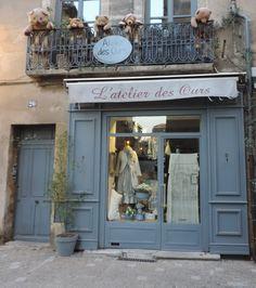 Jolie boutique en centre d'Uzes ... Gard Shop House Plans, Shop Plans, Vintage Clothing Stores, Vintage Shops, Scott Shop, Shop Facade, Bow Shop, Tailor Shop, Shop Fronts