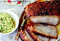 Schweinskrustenbraten mit Biersauce und pikantem Zwiebel-Krautsalat