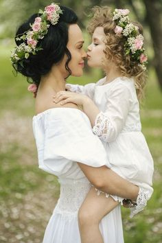 50 Family Wedding Photo Ideas & Poses {Bridal Must Do!} Family wedding photos with childern Wedding Picture Poses, Wedding Poses, Wedding Pictures, Wedding Ceremony, Marriage Pictures, Bouquet Wedding, Wedding Ideas, Family Photography, Photography Poses
