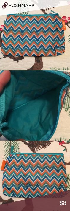IPSY makeup bag NWOT. Zipper works perfect. Smoke free home IPSY Bags Cosmetic Bags & Cases
