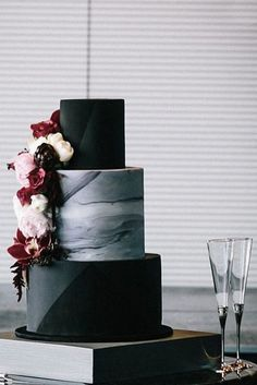 30 Black And White Wedding Cakes Ideas ♥ Black and white wedding cakes are never go out of style. Its always exquisitely & yet timeless. These wedding cakes can be performed in many different ways #wedding #bride #weddingcake