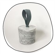 This impressive marble-effect concrete doorstop will hold firm in the strongest gale!  Handmade in New Zealand with a grey nylon handle for easy manoeuvering. Measures 14cm in diameter and 11.5cm high.