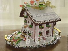 Another sweetly and expertly decorated gingerbread house from Russia Found on cs2.livemaster.ru