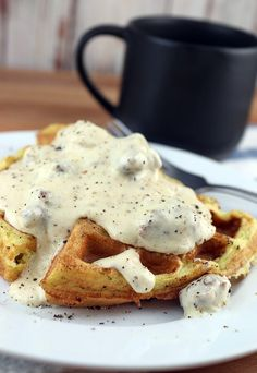An awesomely simple #keto gravy that you can make with just about any pan drippings. Plus, some more info on a brand new keto subscription box: Keto Delivered! Shared via www.ruled.me/