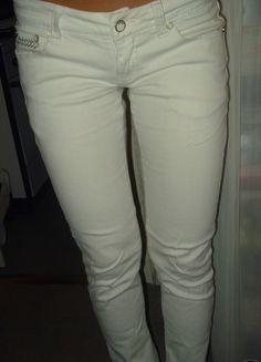 Kupuj mé předměty na #vinted http://www.vinted.cz/damske-obleceni/uzke-kalhoty/6772423-bile-bokove-kalhoty-s-flitry