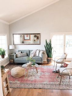 Not sure how to make your living room cozy? Follow these quick and easy tips. Image Via @burnettbungalow