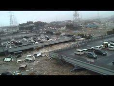 ▶ 東日本大震災大津波 イオン多賀城店 Tsunami attack in Japan - YouTube