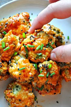 Tossed in the perfect spicy glaze! - Vegan Spicy Glazed Popcorn Broccoli - Rabbit and Wolves Crab Recipes, Gourmet Recipes, Appetizer Recipes, Vegetarian Recipes, Dinner Recipes, Healthy Recipes, Popcorn Recipes, Vegetarian Lunch, Vegetarian Cooking