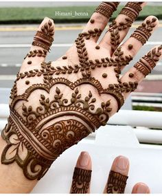 Henna is the most traditional part of weddings throughout India. Let us go through the best henna designs for your hands and feet! Henna Hand Designs, Henna Tattoo Designs, Mehndi Designs Finger, Palm Mehndi Design, Mehndi Designs Book, Mehndi Designs For Girls, Mehndi Designs For Beginners, Mehndi Designs 2018, Stylish Mehndi Designs