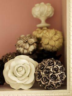 De FLORAL ROMANTICS collectie is een klassieke vintage lijn met eigentijds uitgewerkte bloemenknoppen. Het eindresultaat kan perfect afgestemd worden op elk interieur.