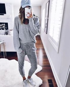 women's grey sweater and sweatpants lazy day outfits, cute fall outfits Casual Winter Outfits, Lazy Day Outfits, Cute Fall Outfits, Summer Outfits, Cute Lounge Outfits, Everyday Outfits, Outfits 2016, Cool Girl Outfits, Easy Outfits