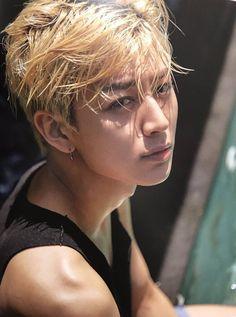 iKON summertime in Bali! Kim Jinhwan, Chanwoo Ikon, Hip Hop, Yg Entertainment, K Pop, Aka Songs, Bobby, Ikon Member, Ikon Kpop
