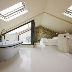 Si en tu casa tienes un altillo.... Decorarlo como si fuera una bella suite y verás que espacio más adorable quedará