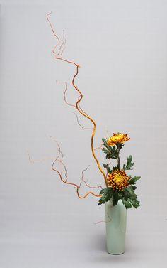 Arrangement Floral Ikebana, Arrangements Ikebana, Flower Arrangement Designs, Church Flower Arrangements, Flower Designs, Floral Arrangements, Flower Bomb, My Flower, Flower Vases