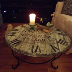 Hometalk | A Wood/pallet Crafted Clock Coffee Table!